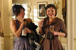 Maggie Gyllenhaal and Ginnifer Goodwin in Mona Lisa Smile.