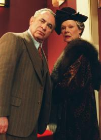 Bob Hoskins and Judy Dench in Mrs. Henderson Presents