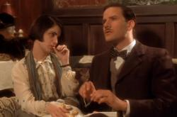 Jennifer Jason Leigh as Dorothy Parker with Campbell Scott as Robert Benchley in Mrs. Parker and the Vicious Circle