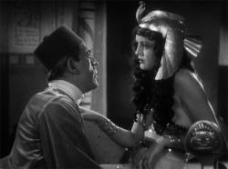 Boris Karloff and Zita Johann in The Mummy.