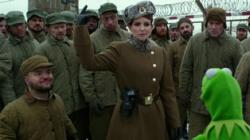 Dylon Posti, Tina Fey, Ray Liotta and Kermit in Muppets Most Wanted