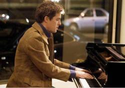 Hugh Grant in Music and Lyrics.