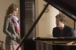 Drew Barrymore and Hugh Grant working on Music and Lyrics.
