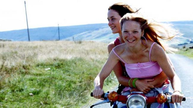 Emily Blunt and Natalie Press in My Summer of Love.