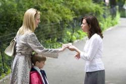 Laura Linney and Scarlett Johansson in The Nanny Diaries.