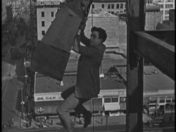 Harold Lloyd in Never Weaken.