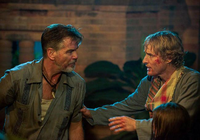 Pierce Brosnan and Owen Wilson in No Escape.