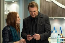 Julianne Moore and Liam Neeson in Non-stop.
