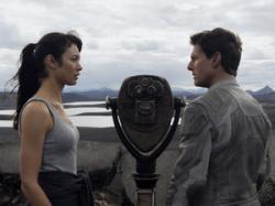 Olga Kurylenko and Tom Cruise in Oblivion.