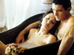 Angelina Jolie and Antonio Banderas in Original Sin.