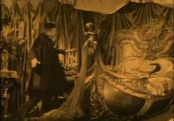 Now that I think about it, Norma Desmond and Erik have a lot more in common than just a bed.