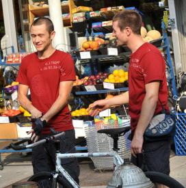 Joseph Gordon-Levitt and his stunt double Austin Horse during the filming of Premium Rush