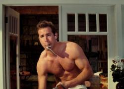 Ryan Reynolds looking smoking hot!