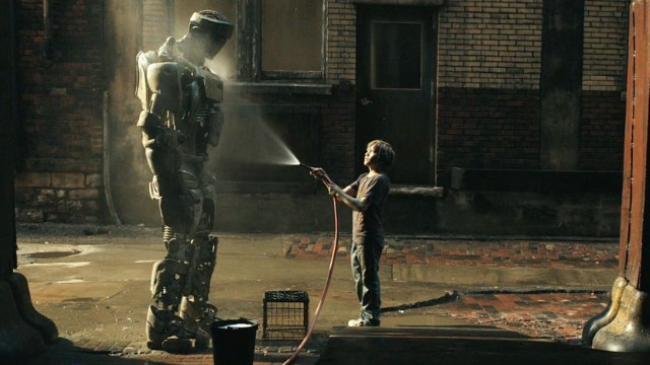 Atom and Dakota Goyo in Real Steel.