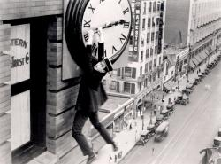 Harold Lloyd in Safety Last.