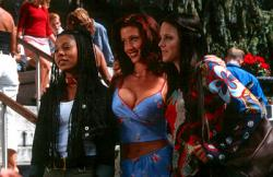 Regina Hall, Shannon Elizabeth, Anna Faris in Scary Movie.