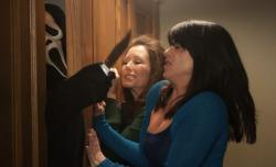 Ghostface attacks Mary McDonnell and Neve Campbell  in Scre4m.
