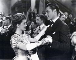Bette Davis dances with Errol Flynn in The Sisters.