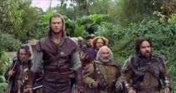 Chris Hemsworth as the Huntsman and the seven dwarfs should have been the focus of the story.