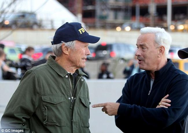 Clint Eastwood directs Tom Hanks in Sully.
