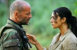 Bruce Willis and Monica Bellucci in Tears of the Sun.