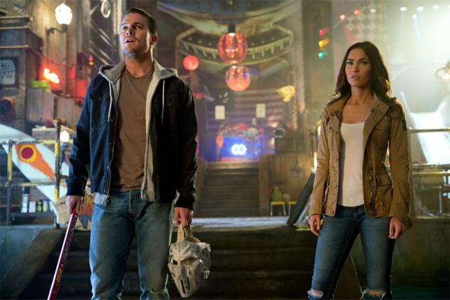 Stephen Amell and Megan Fox in Teenage Mutant Ninja Turtles: Out of the Shadows