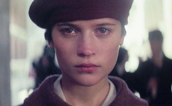 Alicia Vikander in Testament of Youth.