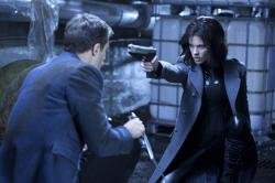 Kate Beckinsale takes aim at Theo James in Underworld Awakening