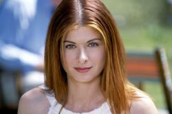 Debra Messing in The Wedding Date.
