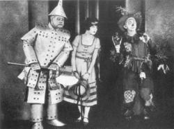 Oliver Hardy, Dorothy Dwan and Larry Semon in The Wizard of Oz