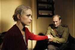 Nina Hoss and Yevgeni Sidkin in Anonyma-Eine Frau in Berlin.